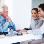 """זוג מנסה לגייס אשראי עבור עסקת נדל""""ן"""