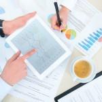 אנשי עסקים בפגישה הנוגעת לגיוס הלוואות לעסקים
