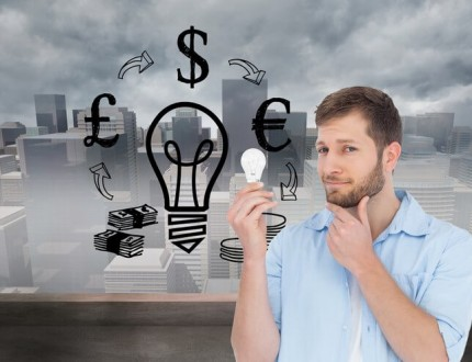 יזם צעיר תוהה מהיכן יקבל הלוואה לעסק חדש