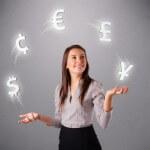 אשת עסקים בודקת אופציות להלוואה להרחבת העסק שלה