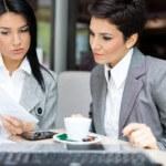 נשות עסקים עוסקות בחיפוש קרנות ומענקים